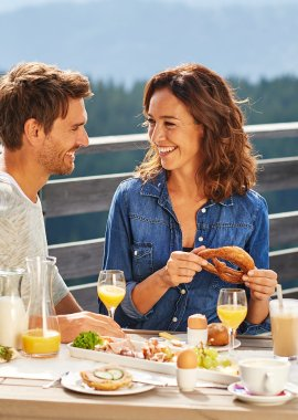 Was gibt es Schöneres, als Frühstück auf der Sonnenterrasse?