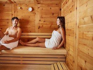 Entspannung in der Zirbenholzsauna