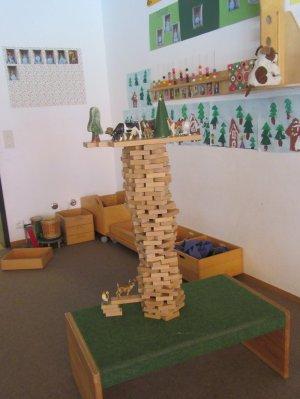 Holzturm mit Tiere vom Bauernhof