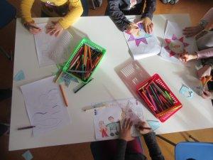 malende Kinderhände