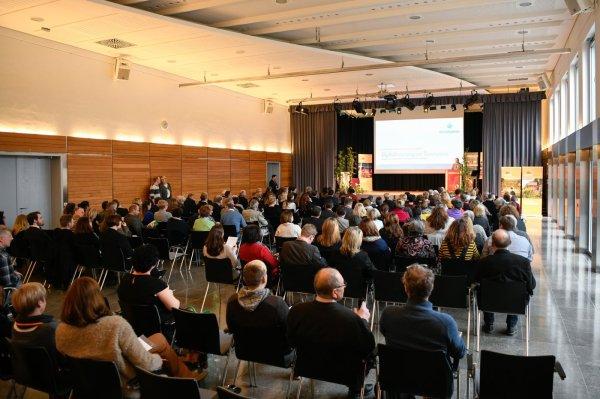 Das Wein-Tourismus-Symposium im Veranstaltungssaal der Karl-Knauf-Halle