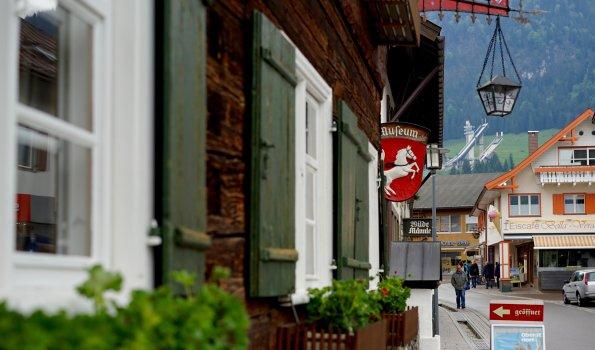Heimatmuseum und Skisprungschanze