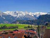 Blick von Bolsterlang über auf die Allgäuer Alpen