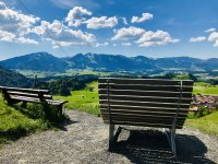 Ruhebänke mit Panoramablick