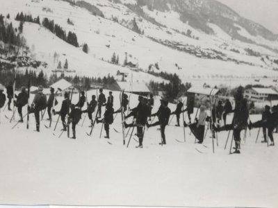 Skilehrer Szarsky beim ersten Skikurs in Groß-Liebenstein