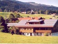 Landhaus Tröster - Solaranlage, im Hintergrund Ofterschwang