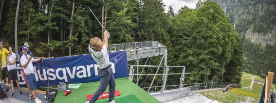 Der erste Schuss 2021 von Ronald Hummeling (Pro im GC Oberstdorf)