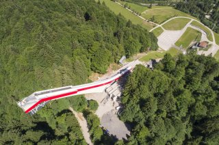 Luftaufnahme mit Blick auf die Flugschanze (c) Sportstätten Oberstdorf-Eren Karaman