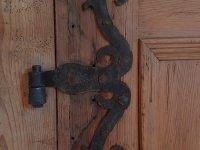 Beschläge einer antiken Holztüre