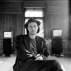 1997 Kukla, Portrait