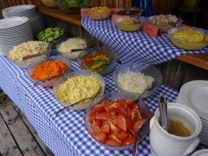 variatrionsreiches Salatbuffet beim Grillabend