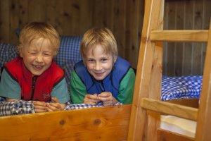 Lachende Gesichter beim Familien-Hüttenurlab auf der urigen Wannenkopfhütte
