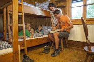 Uriges Mehrbettzimmer für Familien auf der Wannenkopfhütte