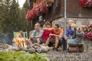 Lagerfeuer-Romanik auf der Berghütte