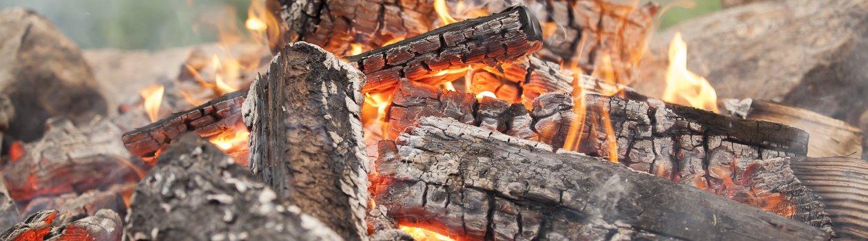 Knisterndes Lagerfeuer auf der Wannenkopfhütte