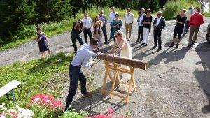 Brauch bei der Hochzeit - Baumstamm zersägen