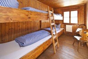 Uriges Vierbettzimmer auf der Wannenkopfhütte