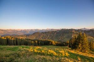 Panoramablick auf die Allgäuer Alpen genießen
