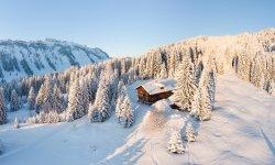 Traumhafte Alleinlage in den verschneiten Alpen