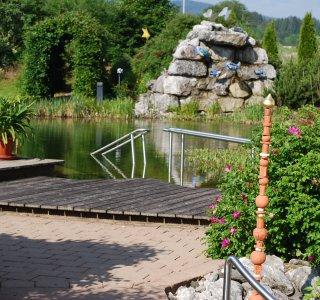 Schwimmen im Wellnesshof Blenk - 5 Sterne Ferienwohnungen in Wertach im Allgäu