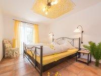 Bernstein Schlafzimmer - Wellnesshof Blenk - 5 Sterne Ferienwohnungen in Wertach im Allgäu