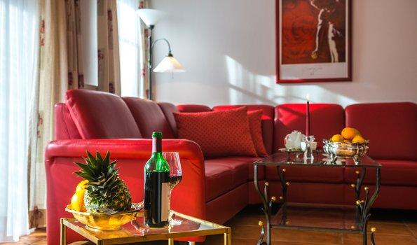 Wohlfühl Couch Wohnung Granat