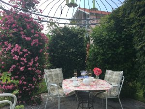 Sitzecke im Garten - Wellnesshof Blenk - 5 Sterne Ferienwohnungen in Wertach im Allgäu