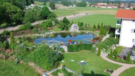 Unser Garten von oben - Wellnesshof Blenk - 5 Sterne Ferienwohnungen in Wertach im Allgäu