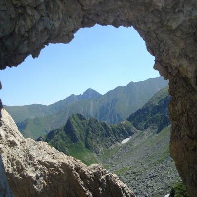 Hike-fagaras-Dragon's-window