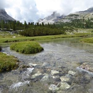 Gebirgssee in den Dolomiten