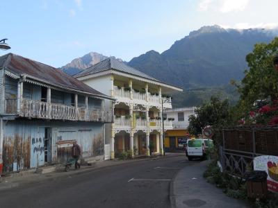 Cilaos Straße mit Kolonialbauten