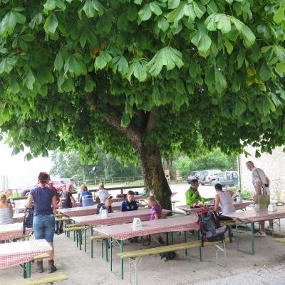 Rast unterm Kastanienbaum in San Giovanni