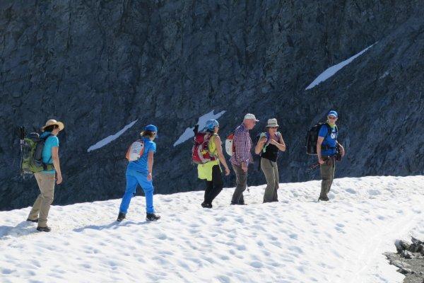 Abstieg vom Jöchl über's Schneefeld