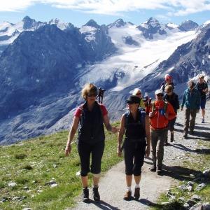 Weg mit Gletscherblick