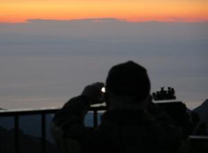 Abstieg - Sonnenaufgang über dem Meer