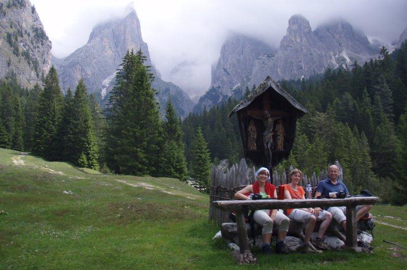 Wegkreuz in den Dolomiten