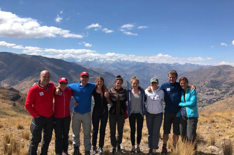 Gruppenfoto mit Cordillera Huayhuash