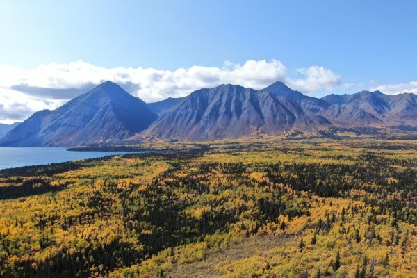 Kluane Mountainrange - Kathleen Lake