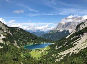 Blick zur Zugspitze mit See
