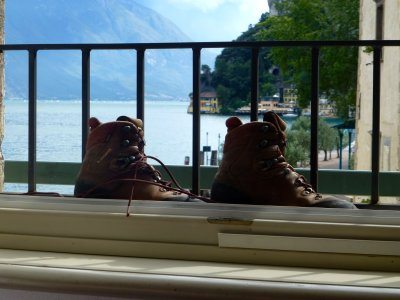 Bergschuhe mit Gardasee