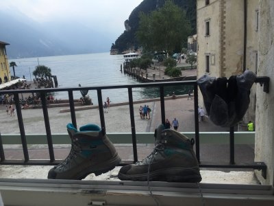 Bergschuhe und Gardasee M-G