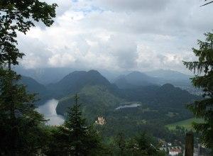 Blick auf Schloss Hohenschwangau mit Alpsee