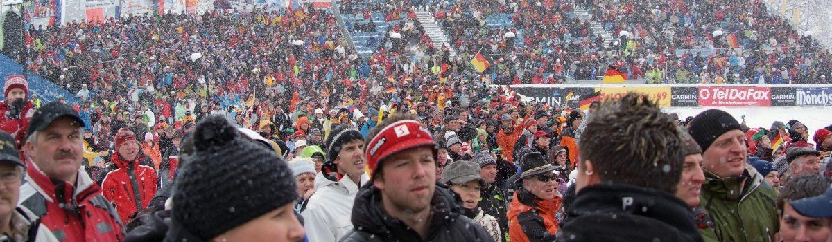 Begeisterte Zuschauer im Skistadion in Ofterschwang