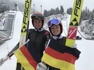 Hoffen auf ein schwarz-rot-goldenes Jubelwochenende: Carina Vogt (links) und Katharina Althaus beim Abschlusstraining zum Heim-W