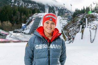 Freut sich auf gemeinsame Großschanzen-Weltcups mit den Männern: Olympiasiegerin Carina Vogt. Ob sie und die internati1229583391