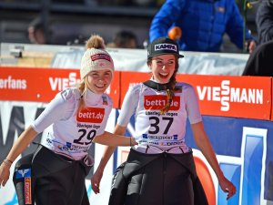 Maren Lundby (NOR) und Ursa Bogataj (SLO)