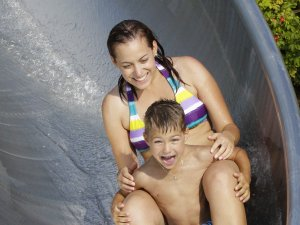 Spaß in der Wasserrutsche
