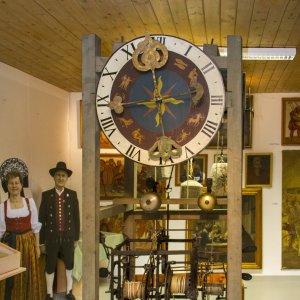 Alte Kirchenuhr