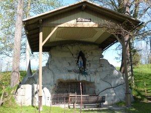 Station 8: Lourdesgrotte