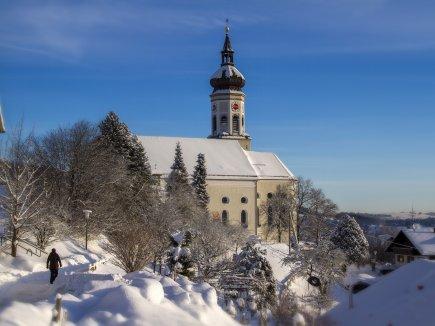 Wertacher Kirche im Winterkleid